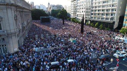 Miles de personas participaron del homenaje a Nisman