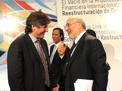 Stiglitz en una anterior visita a la Argentina, con el entonces ministro Amado Boudou