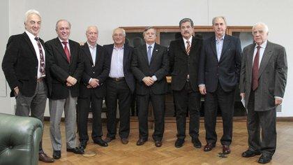 Apud, Montamat, Olocco, Devoto, Aranguren, Aráoz, Lapeña y Guadagni (NA)