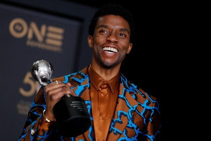 FILE PHOTO: 50th NAACP Image Awards – Photo Room – Los Angeles, California, U.S., March 30, 2019 – Chadwick Boseman poses backstage with his Outstanding Actor in a Motion Picture award for Black Panther. REUTERS/Mike Blake/File Photo