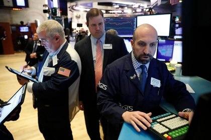 Las cotizaciones de las compañías de Wall Street se reacomodan al alza, pero de forma heterogénea. (Reuters)