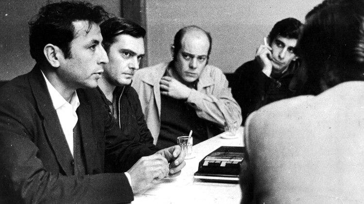La cúpula del PRT-ERP en junio de 1973 durante un contacto clandestino con la prensa: en primer plano Santucho, Urteaga y Gorriarán Merlo