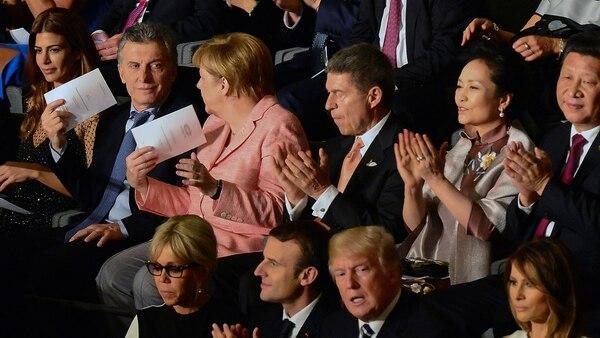 Mauricio Macri y Angel Merkel mantienen una conversación informal durante la Cumbre de Hamburgo