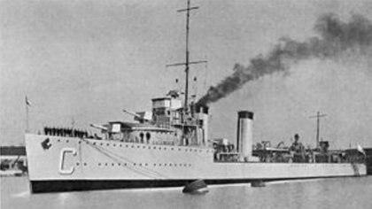 Durante ejercicios militares realizados el 30 de enero de 1960, de los que participaban los cruceros 9 de Julio, General Belgrano y Argentina, y los destructores Buenos Aires, Entre Ríos, Misiones y Santa Cruz, se detectó al noroeste de Puerto Cracker, en el Golfo Nuevo, la presencia de uno o más submarinos