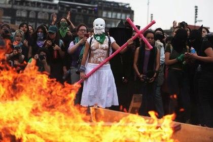 Muchas de ellas reestructuraron su idea sobre formas alternas de protestar (Foto: Reuters)