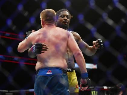 Sorprendieron los abrazos entre los peleadores (Jasen Vinlove-USA TODAY Sports)