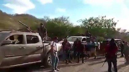 En Aguililla, Michoacán continúa la movilización de grupos criminales (Foto: Captura de pantalla)