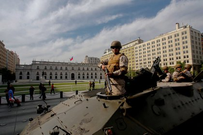 El Ejército patrulla las calles de Santiago de Chile (AFP)