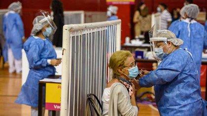 El Gobierno porteño abrirá hoy la inscripción para que se vacunen los mayores de 65 años