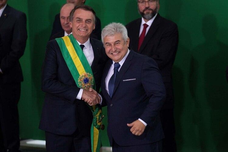 Bolsonaro posa junto al nuevo ministro de Ciencia y Tecnología, Marcos Pontes (EFE/Joédson Alves)