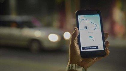 El servicio de Uber es uno de los que ha generado más controversia al competir sin enmarcarse en los marcos que regulan las licencias de taxis y remise. Foto: Fernando Calzada/DEF.