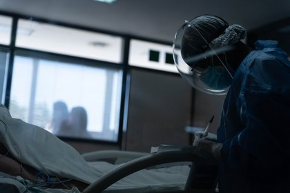 Faltan camas en los hospitales, falta oxígeno y vivimos con miedo a no poder respirar más (Foto: Franco Fafasuli)