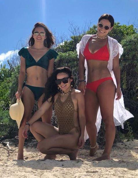Además presumió su definido cuerpo y curvas con un bikini rojo (Foto: Instagram)