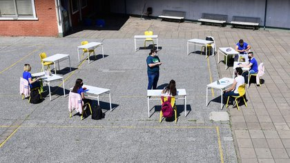 """Last year the Buenos Aires government authorized the realization of """"school bubbles"""", as a method of re-linking students to schools. (Maximiliano Luna)"""