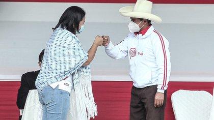 Organizaciones civiles y de la iglesia en Perú pidieron a Pedro Castillo y a Keiko Fujimori que prometan públicamente que dejarán el poder al final de su mandato