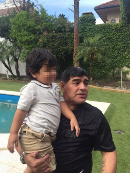 Diego Maradona con Dieguito