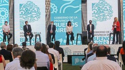 Máximo Kirchner, Sergio Massa, Alberto Fernández, Cristina Fernández, Axel Kicillof y Verónica Magario (Presidencia)