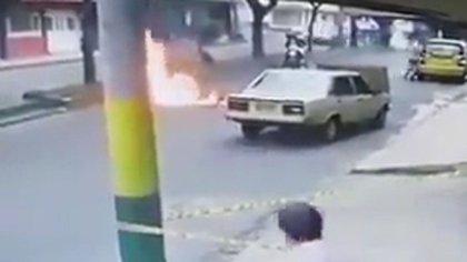 El hombre terminó con quemaduras de segundo grado en su rostro, brazos, espalda y tórax.