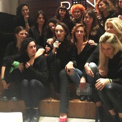 Thelma Fardin durante la conferencia, acompañada de integrantes de Actrices Argentinas como Mirta Busnelli y Jazmín Stuart (Foto: Instagram)