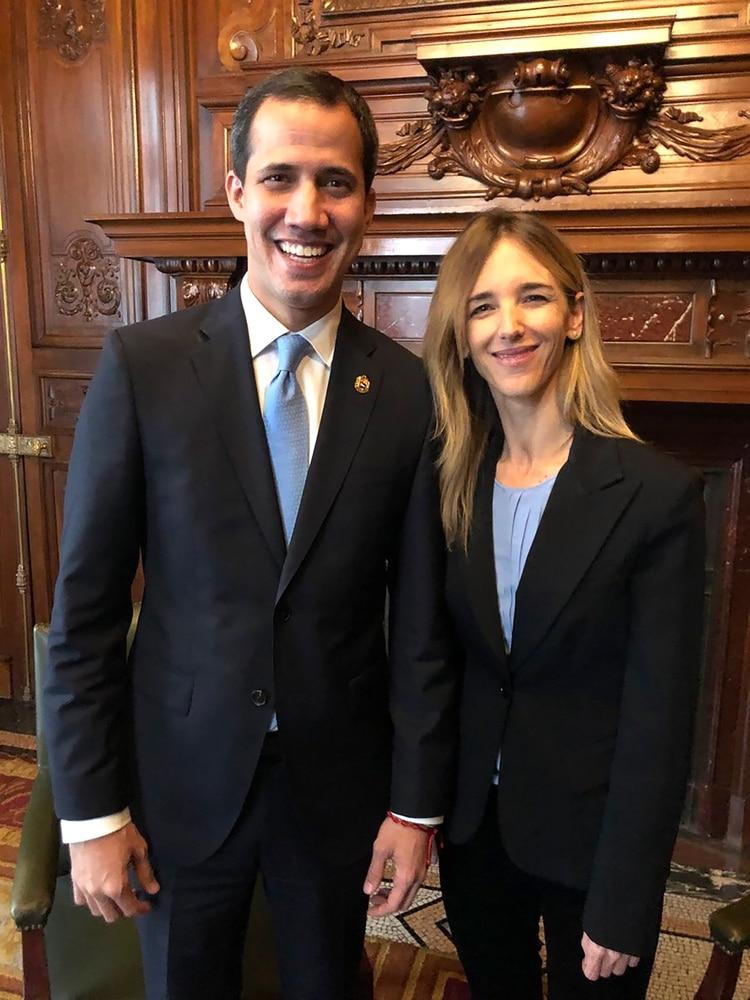 Juan Guaidó con Cayetana Álvarez de Toledo (@cayetanaAT)