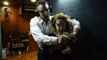 Andrea del Boca y su primera práctica de tiro con Juan Pablo Fioribello (Teleshow)