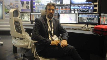 Lucas Lanza, director de Smart City TNG en el stand que tuvieron durante la exposición en Buenos Aires (Dino Calvo)