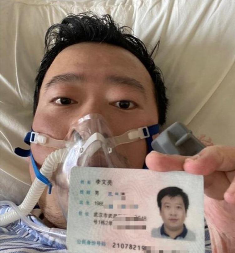 La última foto del doctor Li Wenliang en el hospital de Wuhan