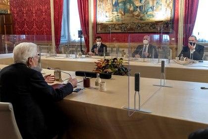 El presidente (jefe de Estado) italiano, Sergio Matarella, en una de las reuniones con las que busca formar el nuevo gobierno italiano tras la renuncia del exjefe de gobierno, Giuseppe Conte  REUTERS
