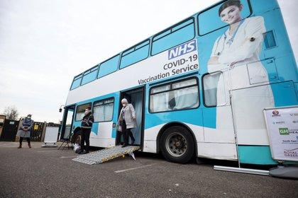 Más de 10 millones de británicos ya recibieron las dos dosis de la vacuna contra el coronavirus (REUTERS/Henry Nicholls)