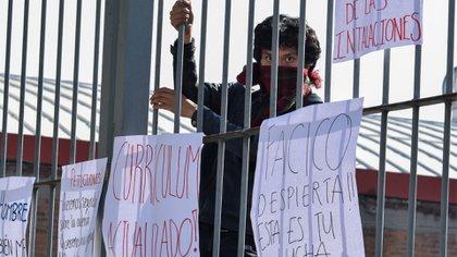 Alumnas de la Facultad de Ciencias de la Conducta (FACICO) de la Universidad Autónoma del Estado de México (UAEMex) denunciaron a un alumno que difundía imágenes íntimas de sus compañeras, además de comercializarlas (Foto: Cuartoscuro)