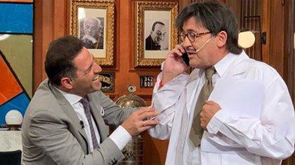 """Alvaro Navia divirtiendo a Mariano Iudica en su rol de""""Dante Seco"""""""