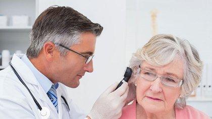 La pérdida de audición puede llevar a la sordera, según estudios científicos (iStock)