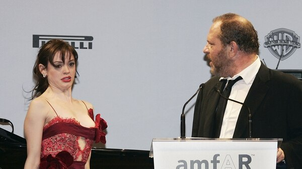 Rose McGowan y Harvey Weinstein durante el Festival de Cannes Film en mayo de 2005 (Foto de Pascal Le Segretain/Getty Images)