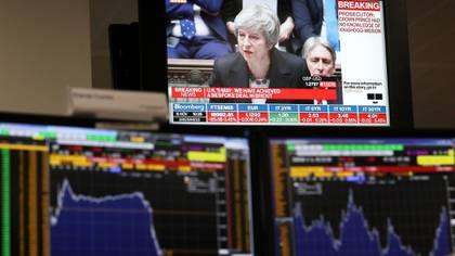 Los mercados reaccionaron con inquietud ante la resistencia que enfrenta el Brexit en el parlamento del Reino Unido (Reuters)
