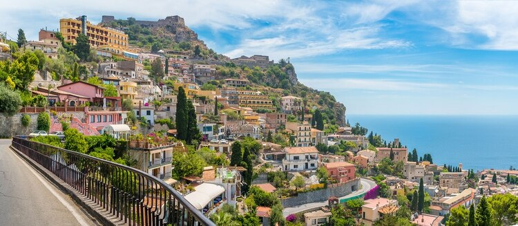Además, los viajeros pueden aprovechar las increíbles playas italianas (Shutterstock)