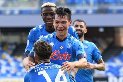 Soccer Football - Serie A - Napoli v Atalanta - Stadio San Paolo, Naples, Italy - 17 de octubre de 2020 Hirving Lozano de Napoli celebra su segundo gol REUTERS / Alberto Lingria