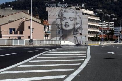 Un mural que recuerda la actriz en Cannes, Francia (REUTERS/Eric Gaillard)
