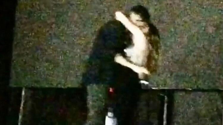 El beso de Jimena Barón y Romeo El Santo (Foto: Captura TV