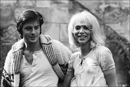 Alain Delon y Mireille Darc en una foto de los años setenta