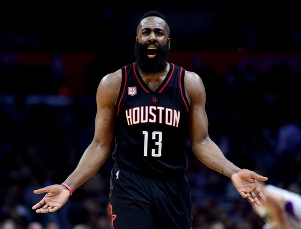 James Harden podría ser compañero de LeBron James (AFP)