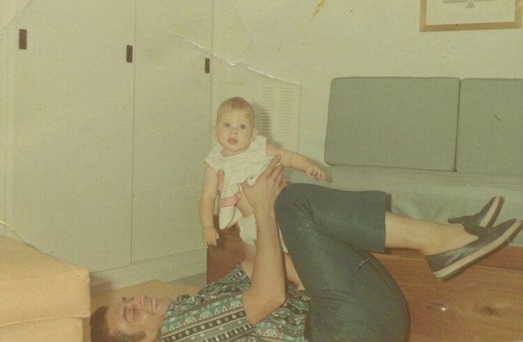 Victoria Branca de bebé, junto a su padre
