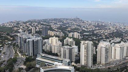 El centro de Haifa, visto desde el complejo universitario