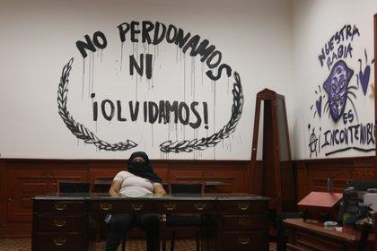 Feministas toman instalaciones del IPN para exigir atención a la violencia de género en CECyT 4 (Foto: Alicia Mireles / Infobae)