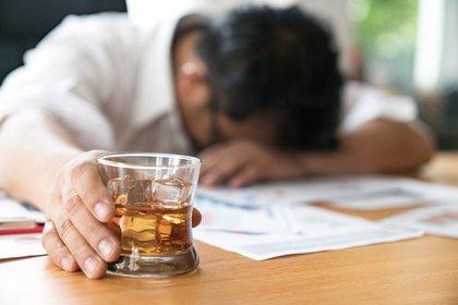 David Nutt, el científico detrás de Alcarelle afirma que el alcohol es una de las bebidas más peligrosas para la sociedad, incluso por encima de el crack y el LSD. (Shutterstock)