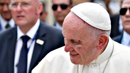 10 de septiembre de 2017: el papa Francisco sufrió un golpe en la cara y sangró al intentar saludar a un niño en Cartagena, Colombia