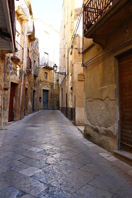 Las casas datan del siglo XVII y se encuentran en el corazón del centro histórico, rodeadas por las antiguas murallas de la ciudad (Shutterstock)