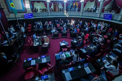 Los debates parlamentarios estuvieron cargados de tensión y reproches (Santiago Salva)