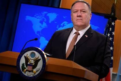FOTO DE ARCHIVO: El secretario de Estado de EEUU, Mike Pompeo, durante una conferencia de prensa en el Departamento de Estado en Washington DC, EEUU, el 25 de marzo de 2020. Andrew Caballero-Reynolds/Pool vía REUTERS