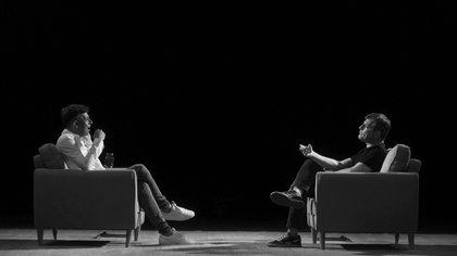 En el escenario del Teatro Coliseo y el primer contrapunto:, Martín Bossi se confesó melancólico; Mario Pergolini aseguró que nunca extraña y que no siente que todo tiempo pasado fue mejor (Adrián Escandar)
