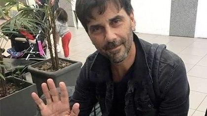 Juan Darthés en el aeropuerto de Rosario, rumbo a San Pablo